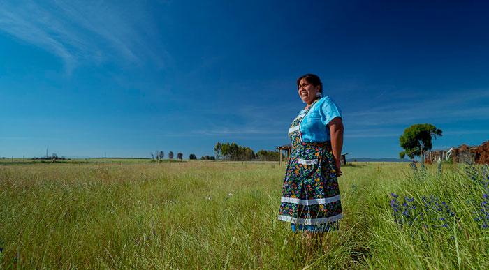 mujer en localidad aislada de chile